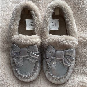 Gap silver slippers